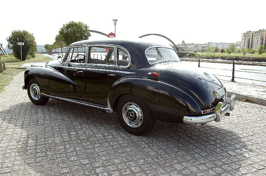 Mercedes-Type-300-Adenauer-1956-4