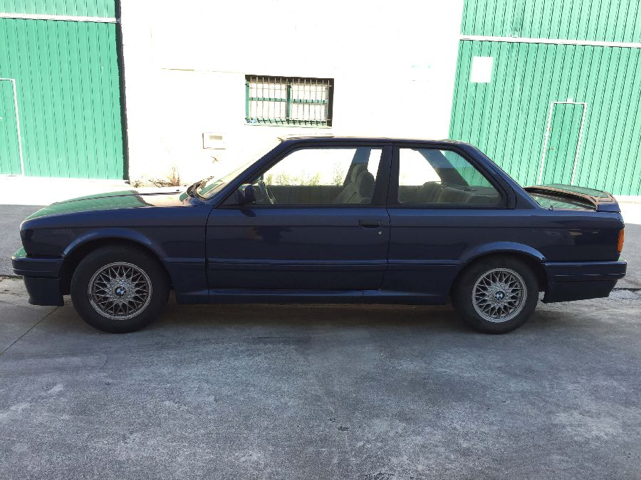 BMW-318-IS-Coupe-1990-4