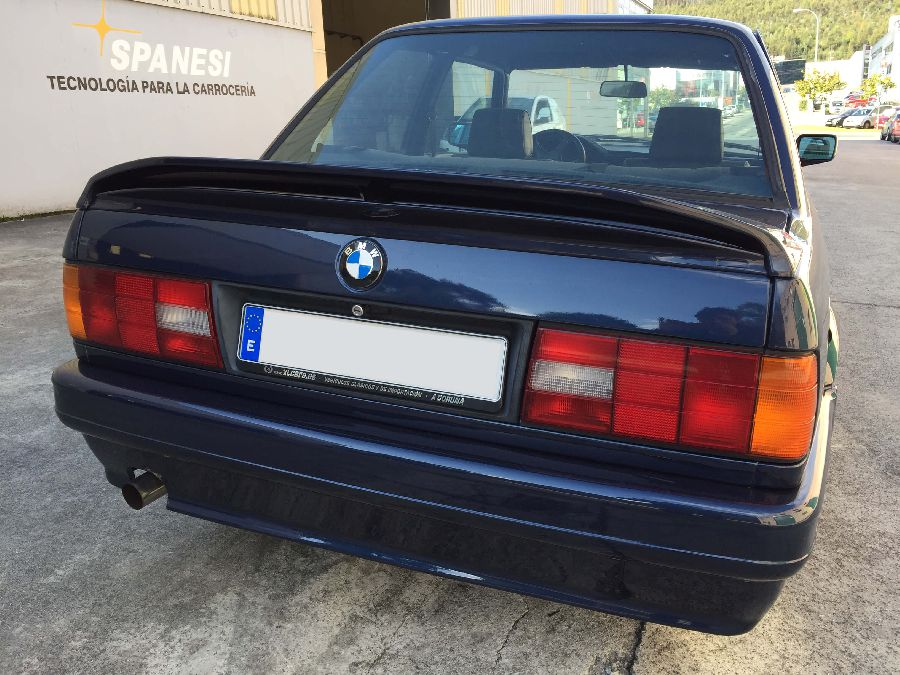 BMW-318-IS-Coupe-1990-7