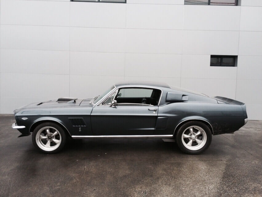 Ford-Mustang-Fastback-negro-1967-1