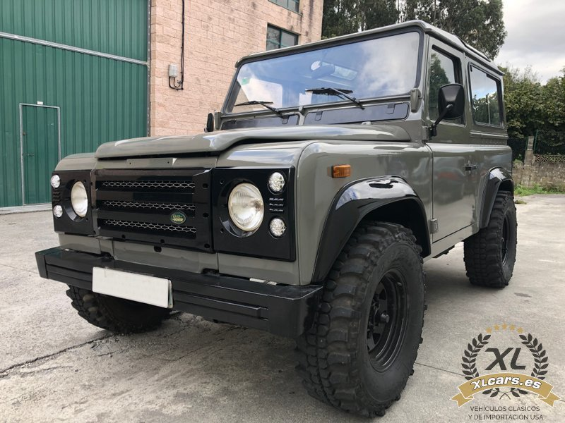 Land-Rover-Santana-Defender-88-109-2500-1990