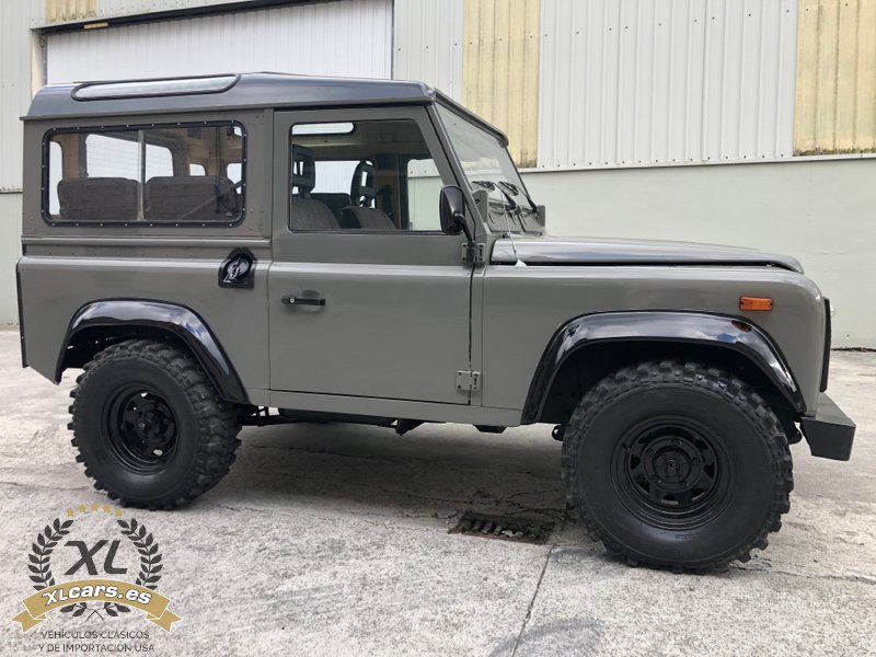 Land-Rover-Santana-Defender-88-109-2500-1990-4